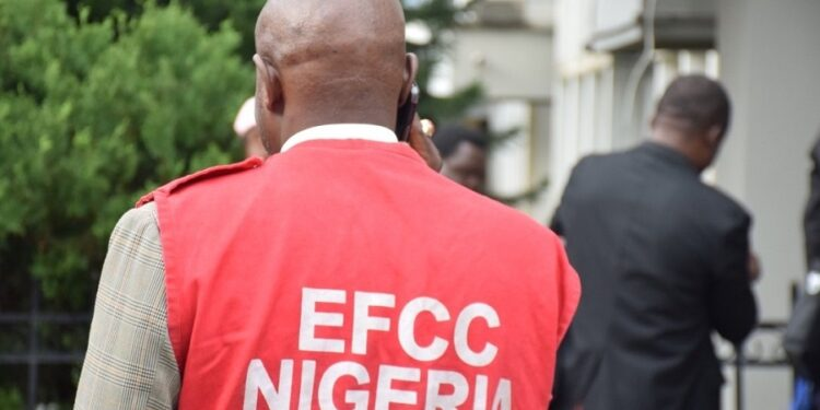 Report bank officials who collude with criminal elements to collect foreign exchange – EFCC